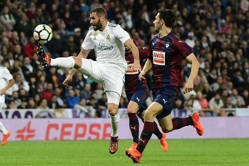 ريال مدريد يسحق إيبار بثلاثية نظيفة