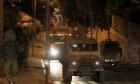 الاحتلال يعتقل 10 فلسطينيين ويصادر عشرات آلاف الشواقل بالخليل