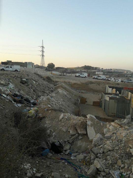 اقتلاع وتهجير: هدم منزلين في وادي النعم والزرنوق