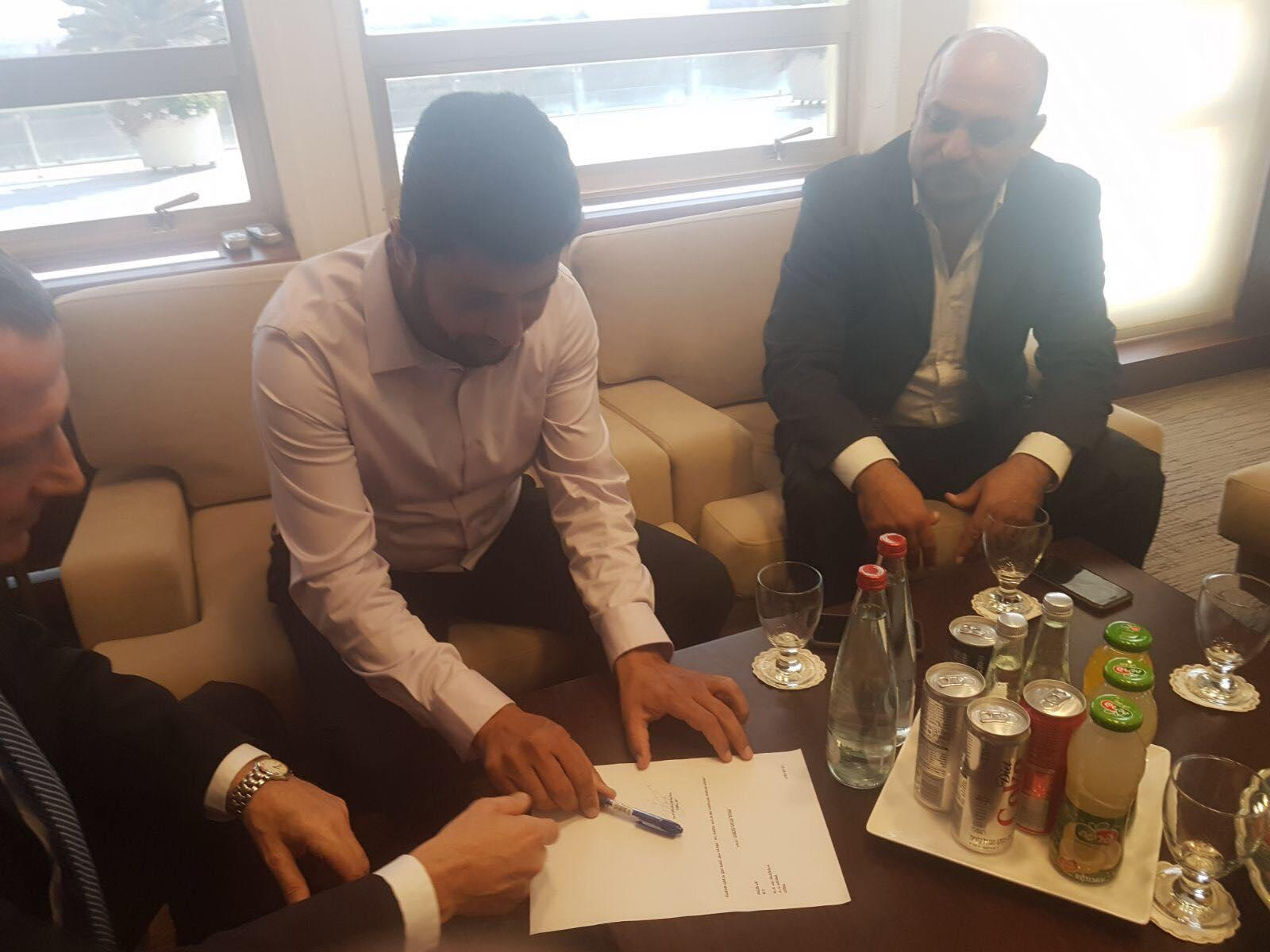 خطوة أخرى لحل أزمة التناوب: حجازي يستقيل من الكنيست
