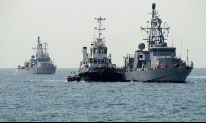 مدمرة أميركية تقدم المساعدة لسفينة إيرانية هاجمها قراصنة