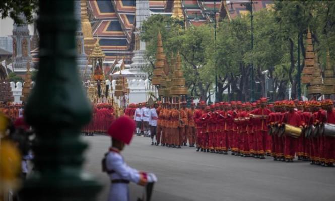 250 ألف شخص يشيعون ملك تايلاند للمحرقة الذهبية