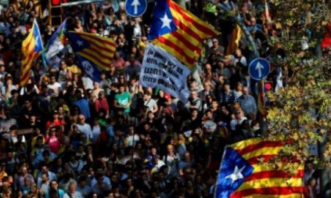 مدريد تبدأ إجراءات الوصاية المباشرة على كاتالونيا