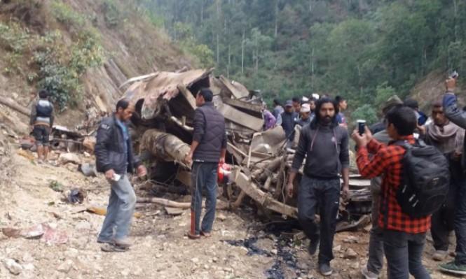 نيبال: مصرع 31 في انزلاق حافلة إلى نهر تريشولي