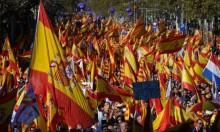 مئات آلاف المتظاهرين ببرشلونة يطالبون بعدم الانفصال