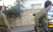 جنود مدججون بالأسلحة يتجولون أمام الأطفال بالطيبة