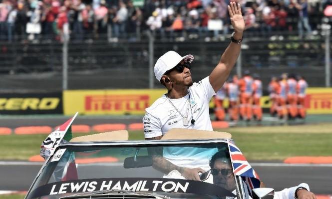 هاميلتون: كانت طريقة مروعة للفوز بلقب فورمولا 1