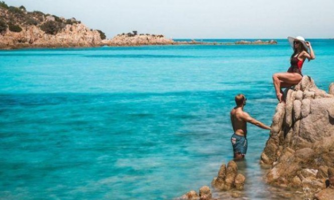 صور السفر تكسب زوجين آلاف الدولارات