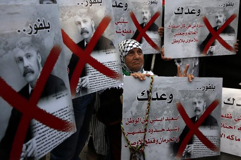 آلاف الفلسطينيين يتظاهرون في الذكرى المئوية لوعد بلفور