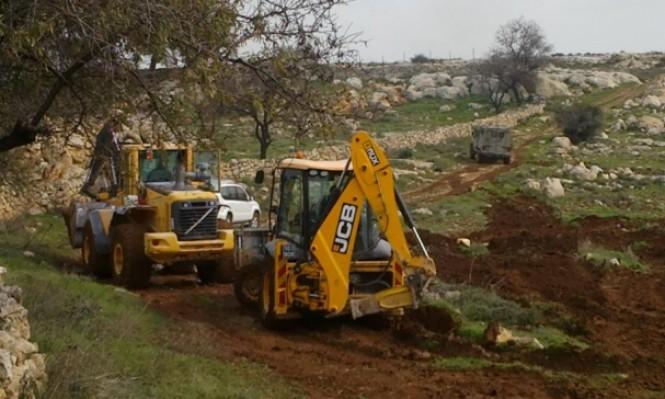 الاحتلال يجرف أراضي فلسطينية لتوسيع مصانع لمستوطنات