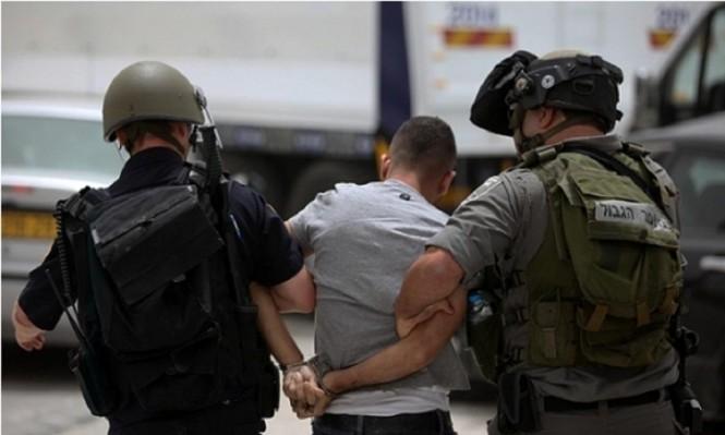 الاحتلال يعتقل فلسطينيا بزعم حيازته سكينا قرب مستوطنة