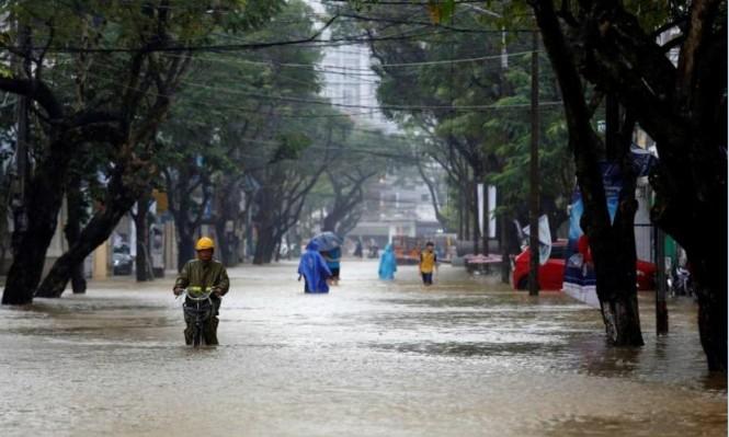 """فيتنام: ارتفاع عدد ضحايا إعصار """"دامري"""" إلى 50"""