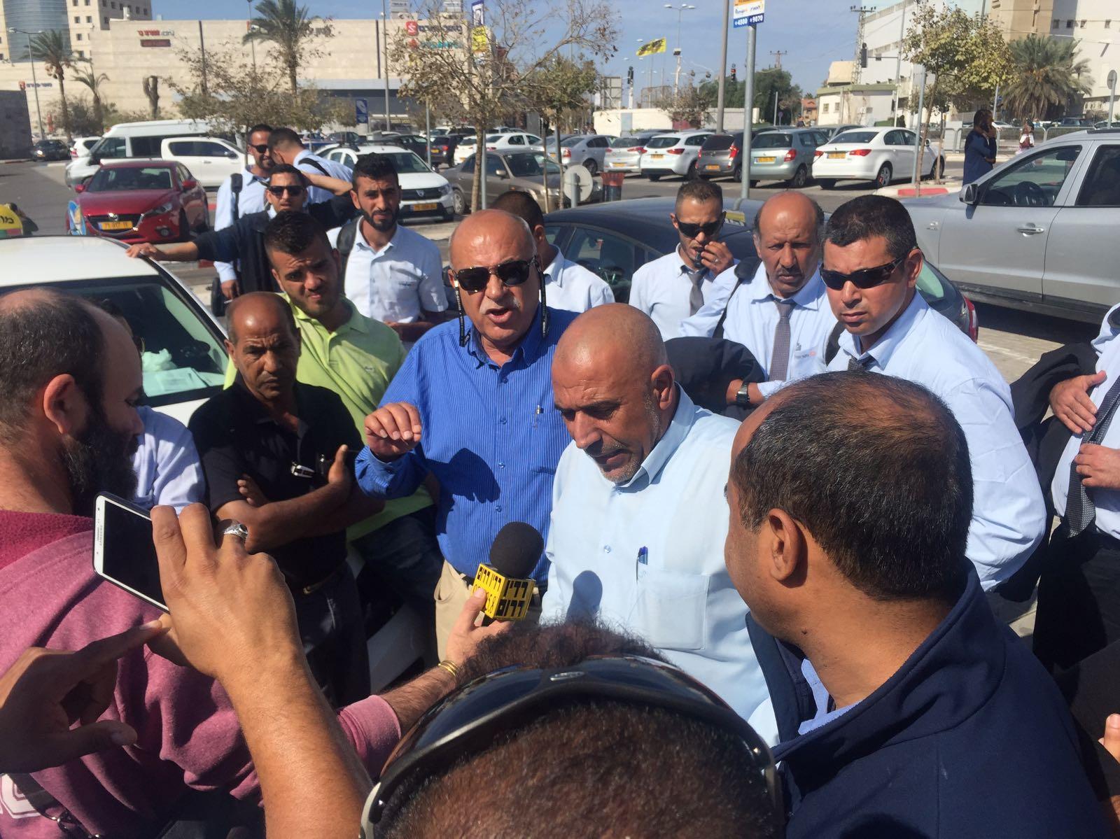 """""""متروبولين"""" تعد بتلبية مطالب السائقين العرب في بئر السبع"""