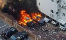 أسدود: إصابتان في انفجار أشعل النيران بعدة مركبات