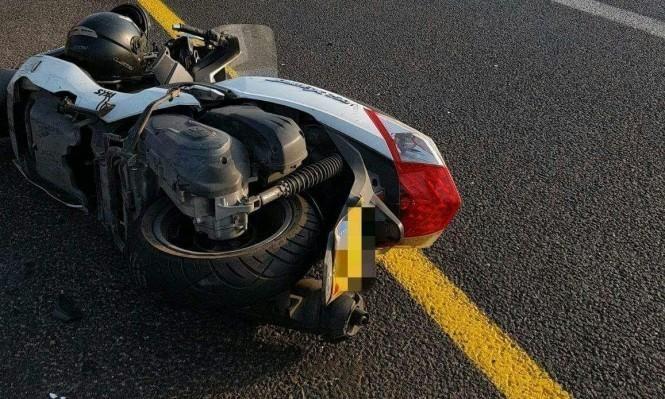 إصابة حرجة لسائق دراجة نارية بحادث طرق جنوبي البلاد