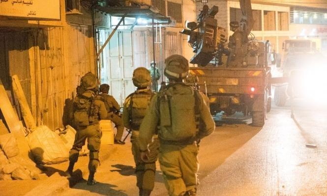 الاحتلال يعتقل 13 فلسطينيا بالضفة