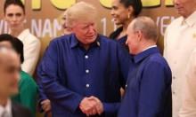 ترامب يصافح بوتين والبيت الأبيض يستبعد عقد لقاء ثنائي