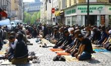 فرنسا: سياسيون يتظاهرون احتجاجا على صلاة الجمعة بالشوارع