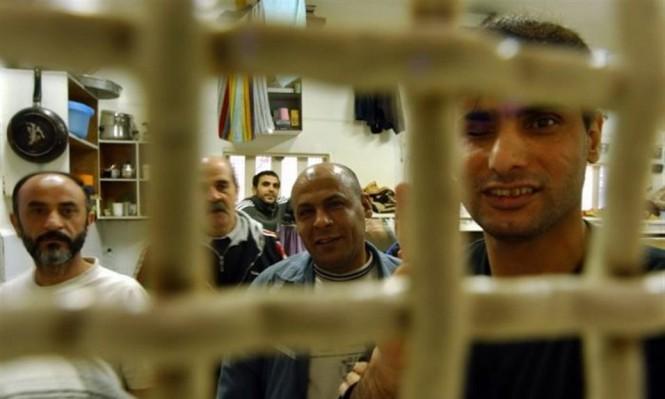 إردان يسعى لاحتجاز الأسرى بخيام ويرفض توسيع الزنازين