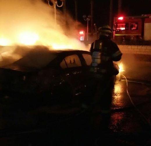نهريا: اشتعال النار في 7 سيارات خصوصية