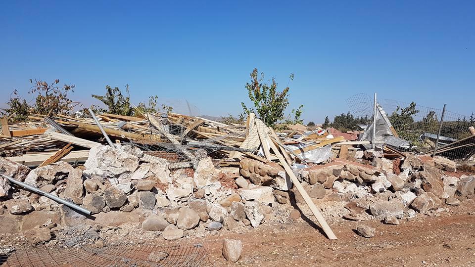 الاحتلال يهدم منزلا ويقتلع أشجار كرز بالجولان السوري