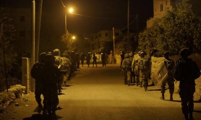 اعتقالات بالضفة والاحتلال يتوغل بغزة ويستهدف الصيادين