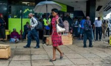 الجيش يسيطر على الحكم بزيمبابوي وترقب دولي لتطورات الأحداث