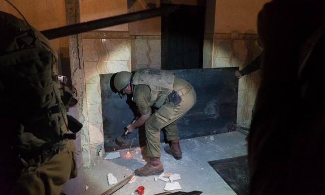 """الاحتلال يغلق منزل الأسير مخامرة منفذ عملية """"سارونا"""""""