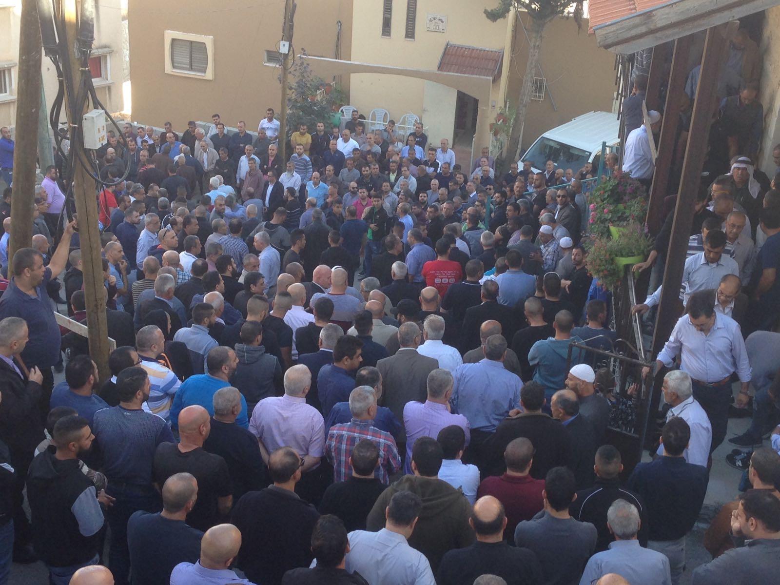 جماهير غفيرة تشيّع جثمان الصحافي عبد الحكيم مفيد