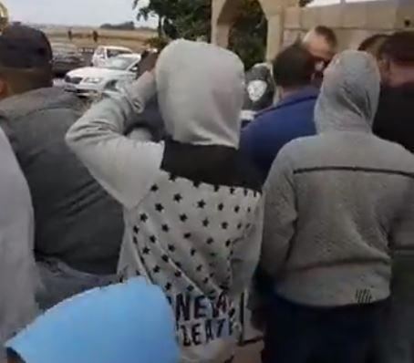 جسر الزرقاء: تظاهرة احتجاجية ضد تدشين مركز الشرطة