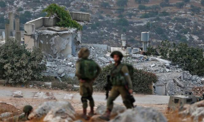 الاحتلال يخطر بهدم عشرات المنازل في قلقيلية