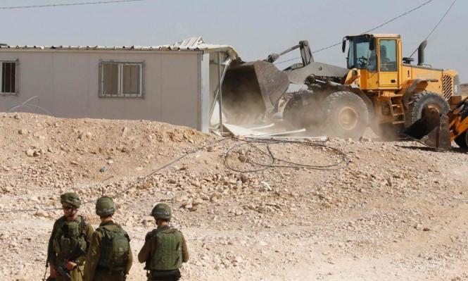 تقرير: الاحتلال يهدم تجمعات فلسطينية ويهجر سكانها