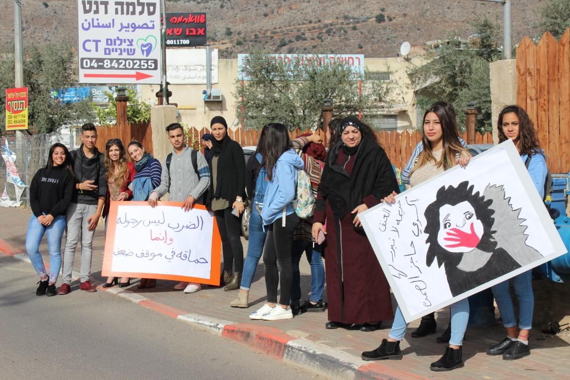 البعنة: مسيرة طلابية منددة بالعنف ضد المرأة