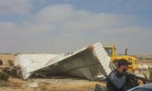 النقب: السلطات تمنع بيع مواد البناء لسكان القرى مسلوبة الاعتراف