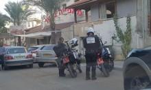 الشرطة تحرر مخالفات في شوارع الطيبة
