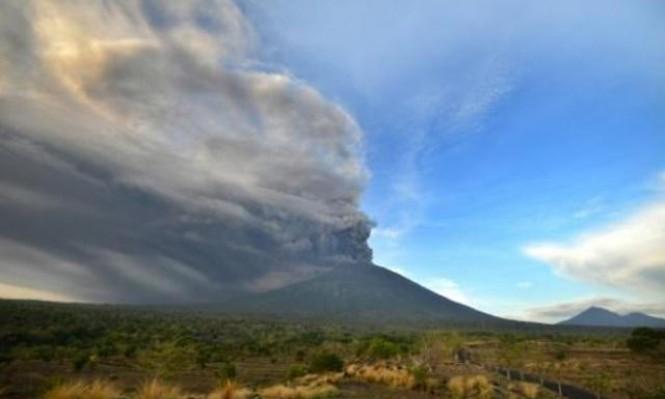 دخان بركان يعطل عشرات الرحلات في بالي