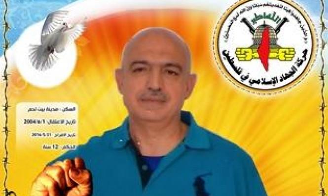 تمديد الاعتقال الإداري للأسير بسام أبو عكر
