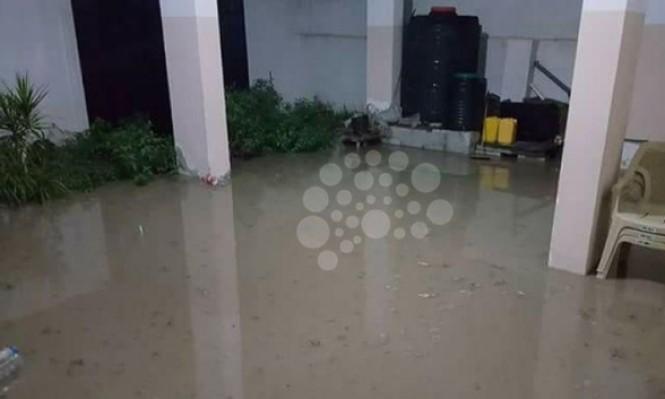 مصرع شاب والأمطار تغرق منازل بغزة
