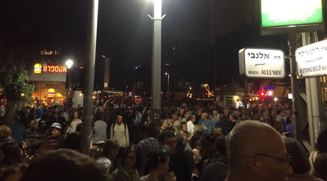 """الفساد.. آلاف يتظاهرون ضد """"قانون التوصيات"""" تحت عنوان """"مسيرة العار"""""""
