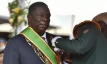 رئيس زيمبابوي الجديد يقيل وزيرين إثر انتقادات