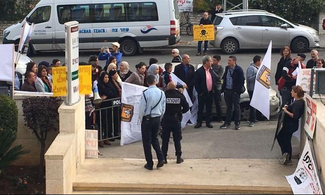أهالي طرعان يتظاهرون ضد توسعة الكسارة