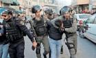 الاحتلال يعتقل 14 مقدسيا ويلاحق طلبة المدارس