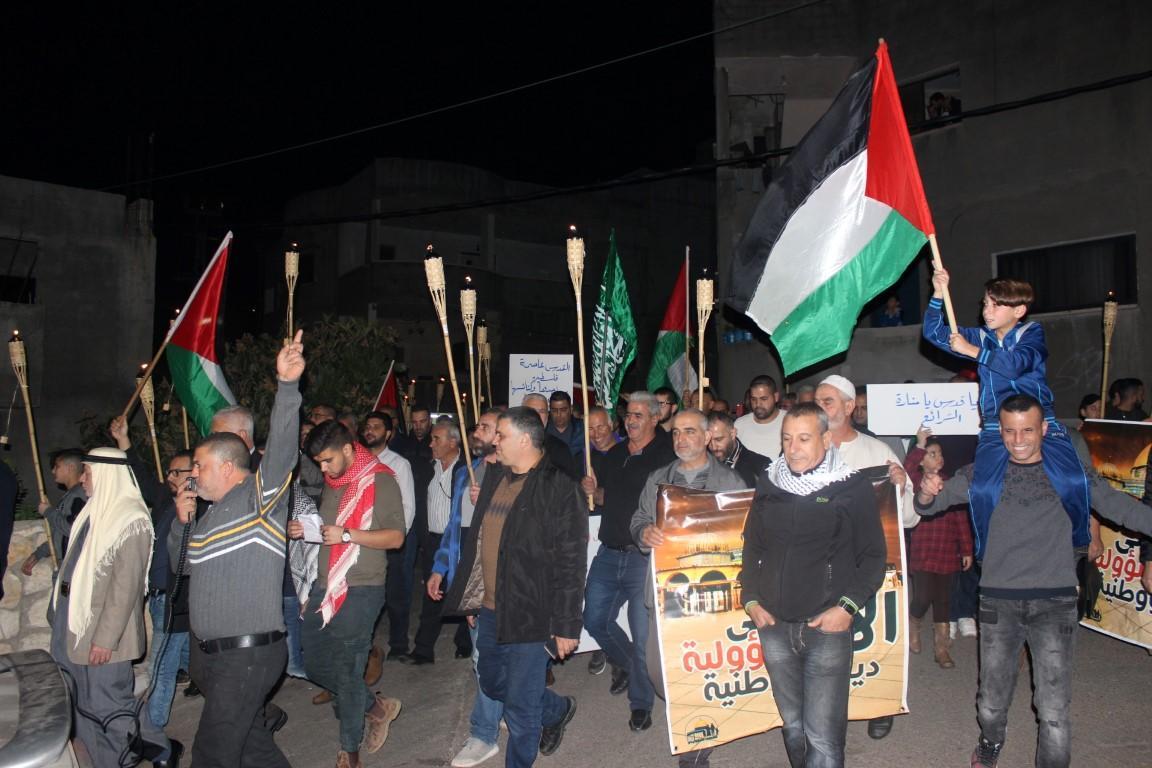 البعنة: مسيرة مشاعل نصرة للقدس بمشاركة المئات