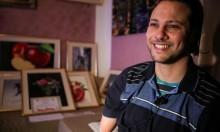 بالأمل تحلو الحياة: شاب تونسي احترف الفن التشكيلي بقدميه رغم الإعاقة