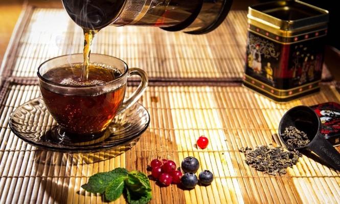 """دراسة: كوب من الشاي الساخن يوميا يحد من الإصابة بمرض """"الجلوكوما"""""""