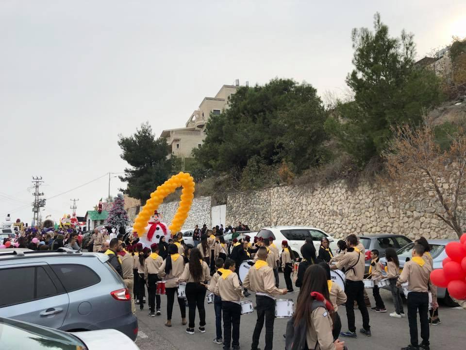 الآلاف يشاركون بمسيرة الميلاد بالناصرة