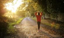 دراسة: المشي في المتنزهات أفضل من المشي في الشوارع