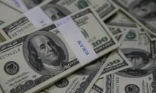 الدولار يهبط إلى أدنى مستوى في ثلاثة أسابيع ونصف