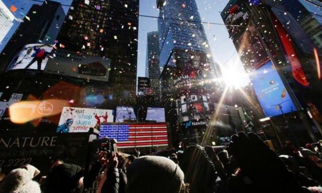 """مئات الآلاف في """"تايمز سكوير"""" احتفالًا بنهاية العام"""