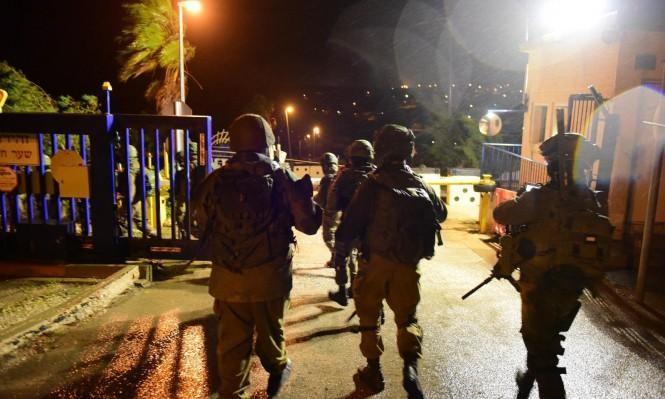اعتقالات بالضفة طالت نائبا عن حماس وتوغل بغزة